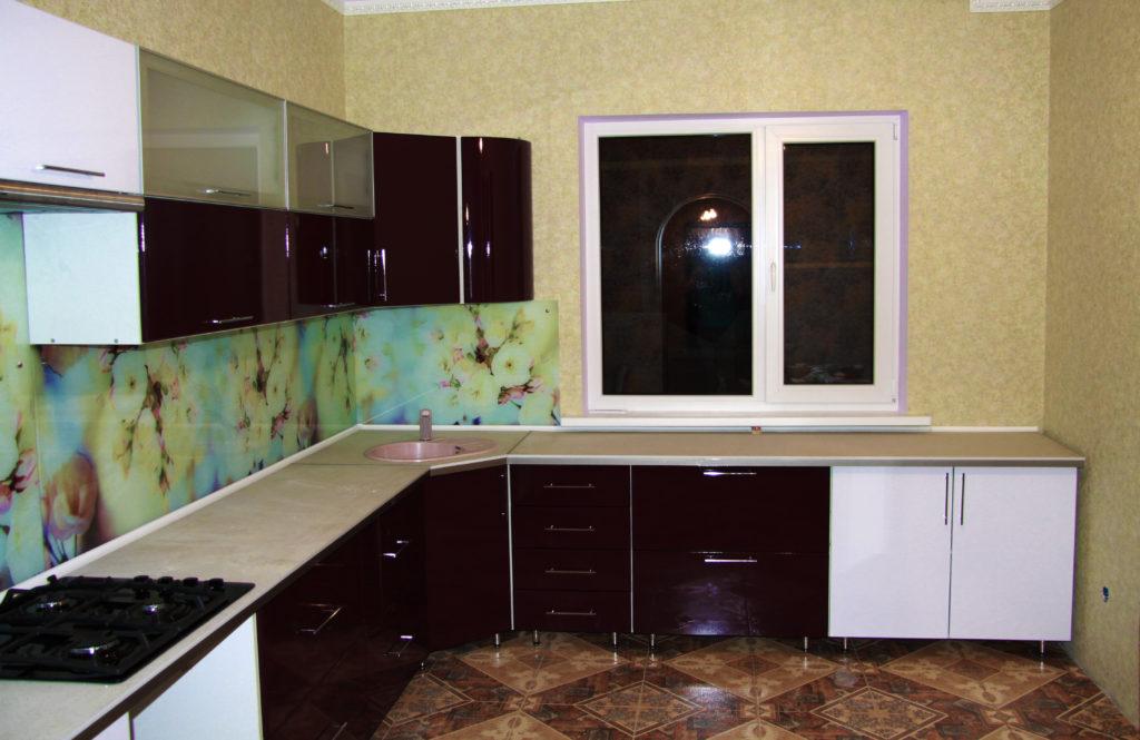 Кухонный фартук на закаленном стекле белые цветы