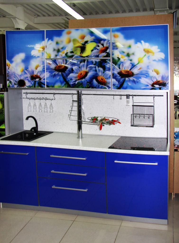 Кухонный фартук и стекло в дверки кухонных шкафчиков