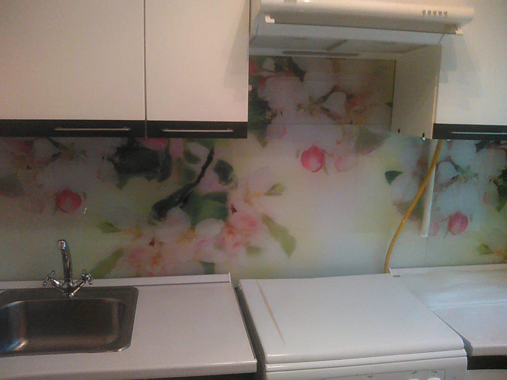 Кухонный фартук с изображением цветущей яблони, или вишни