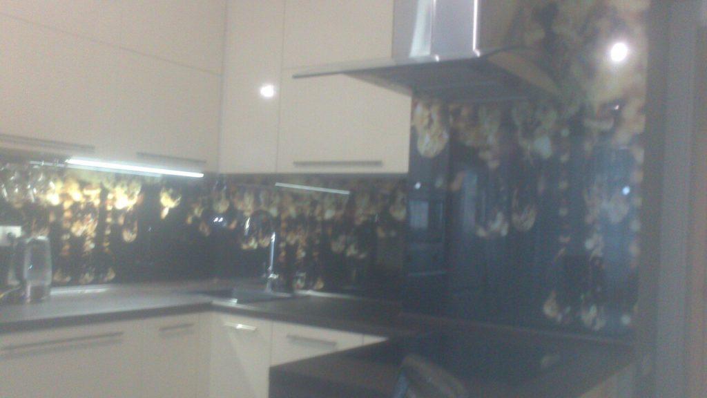 Кухонный фартук с изображением висюлек хрустальной люстры