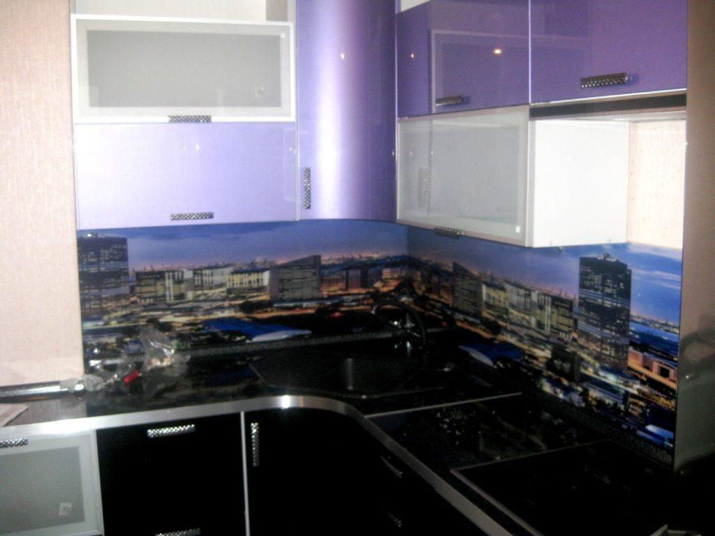 Скинали Город, кухонный фартук сиренево фиолетовый с изображением города