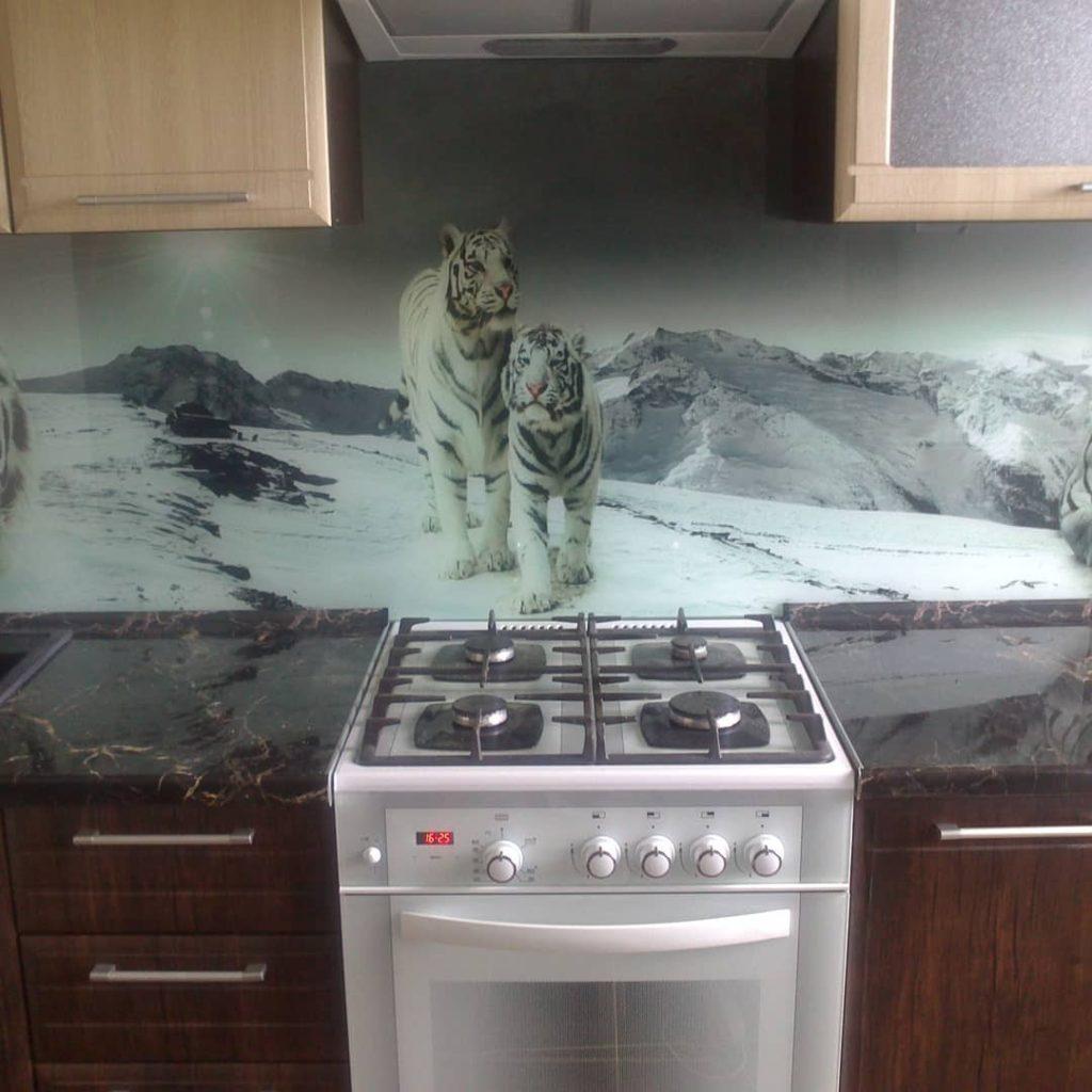 фотопечать на стекле, скинали, скинали из закаленного стекла, изображение для кухонного фартука, картинка для синали, фото для кухни, скинали для кухни, как выбрать скинали для кухни, самые красивые изображения для скинали, кухонный фартук как выбрать, фото для стекла в кухню, стеновая панель в кухню из стекла, лучше всего на кухню подойдет, панель из закаленного стекла, тигры, снег, пространство, перспектива