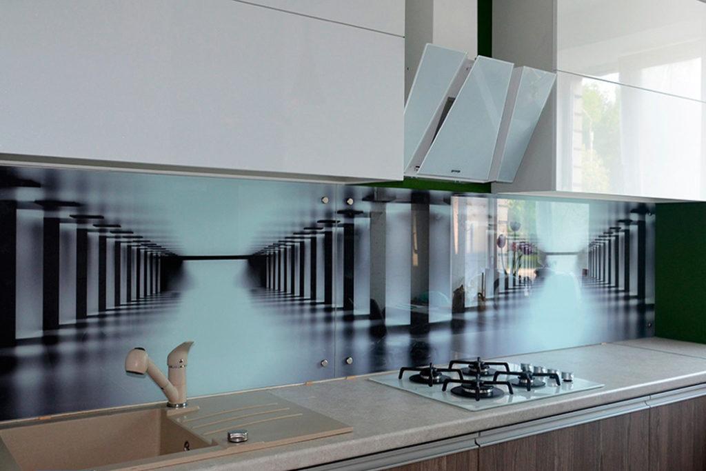 Кухонный фартук из закаленного стекла с эффектом расширения пространства