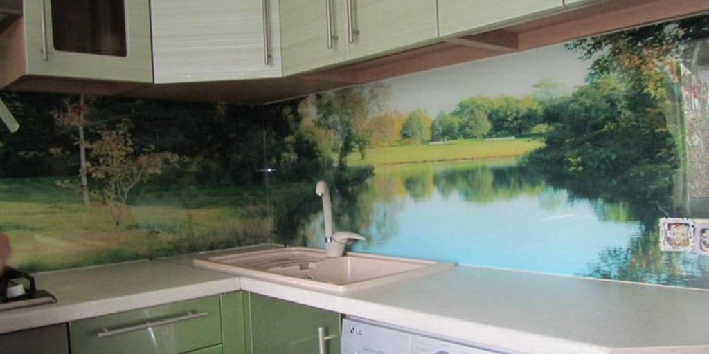 кухонный фартук на современной кухне лес, река, простор